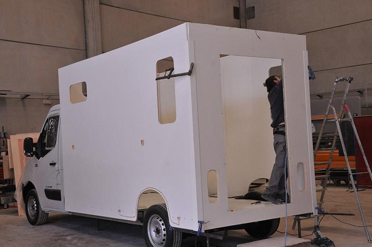 Carrosserie Ameline est capable de personnaliser un véhicule de transport de cheval